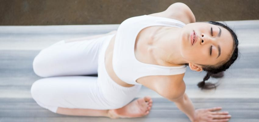 Vinyasa yoga para generar un flujo suave