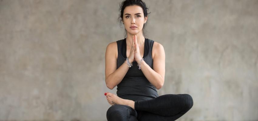 Bikram Yoga, los beneficios de hacer asanas a 40º
