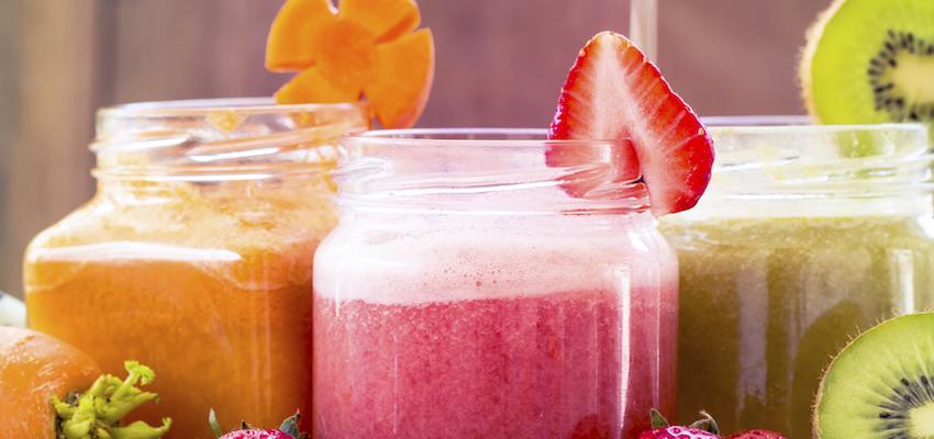 Beneficios de tomar jugos y batidos verdes