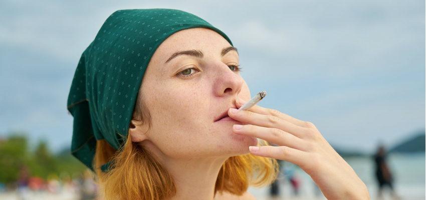 3 hechizos con cigarro para conseguir a la persona que quieres