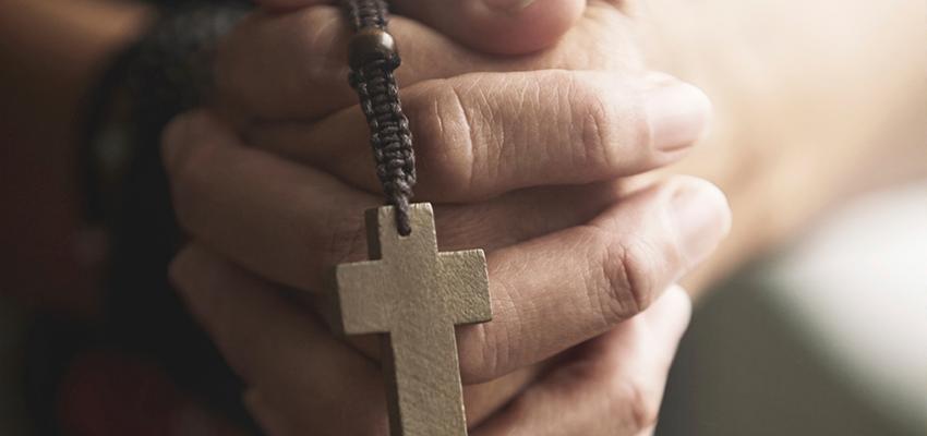 Cruz de Caravaca, ampárate bajo su protección