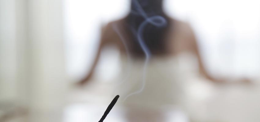 Incienso de sándalo: imán perfecto para las energías positivas