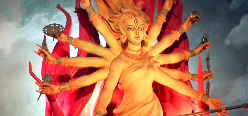 Invoca a la Diosa Durga cuando necesites valor