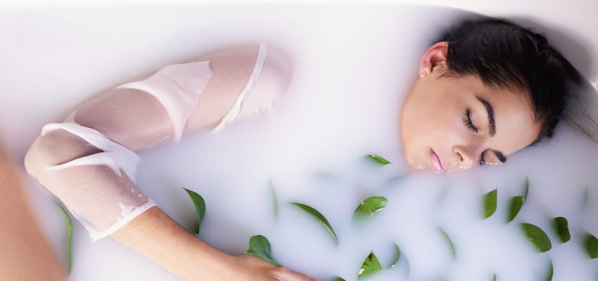 Cómo aplicar baños de ruda para el amor