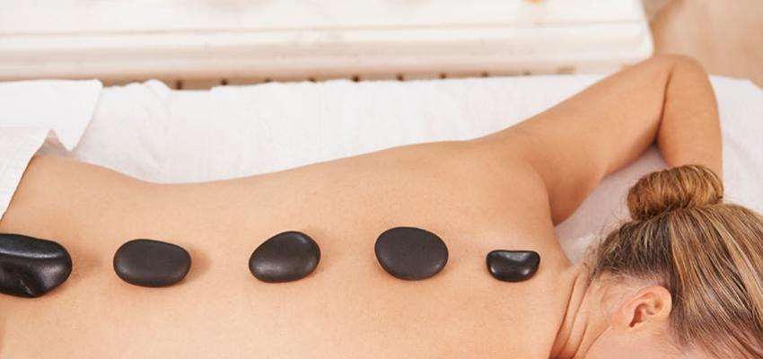 Masaje con piedras calientes. Alivia tus molestias físicas y emocionales