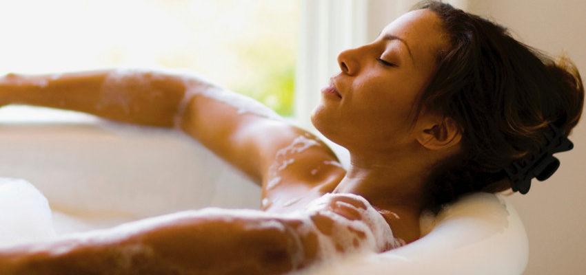 ¿Cómo preparar sales de baño relajantes?
