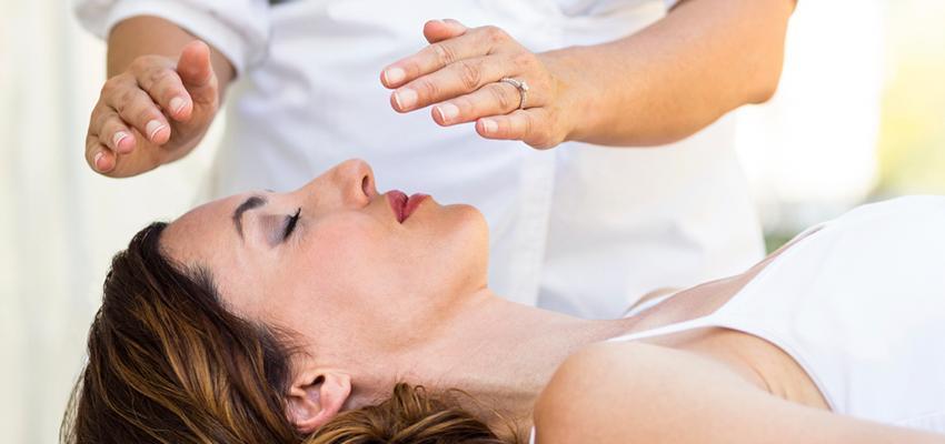 Conoce el Reiki, la terapia que cura con las manos
