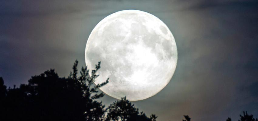 Meditación de luna llena, fuente de energía y fuerza