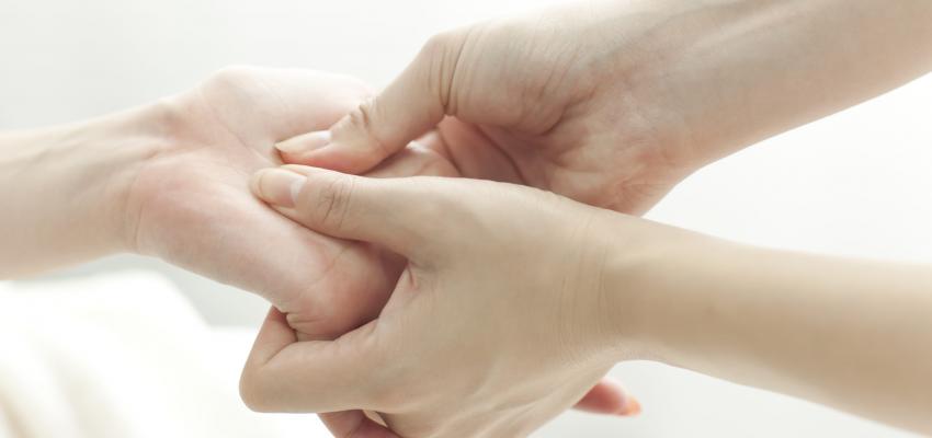 Puntos de presión en la mano según la acupresión