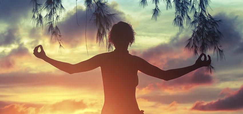 Diga adiós al estrés y abra paso al yoga para relajarse