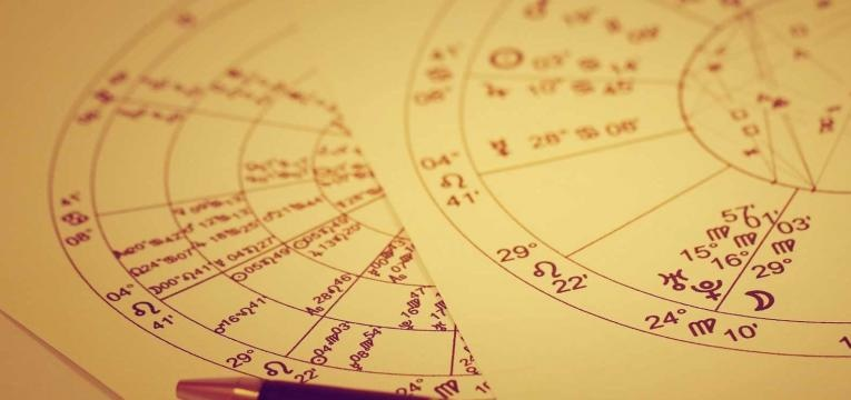 La tirada de la rueda astrológica