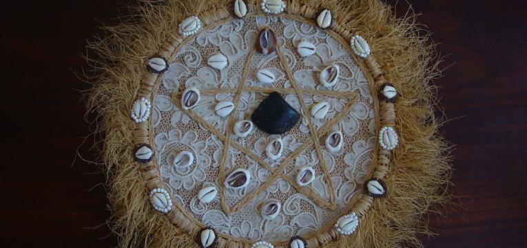 Método del juego de búzios y interpretación de los caracoles