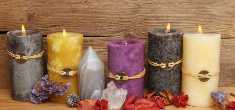 Los colores, formas y pureza de la vela abre caminos