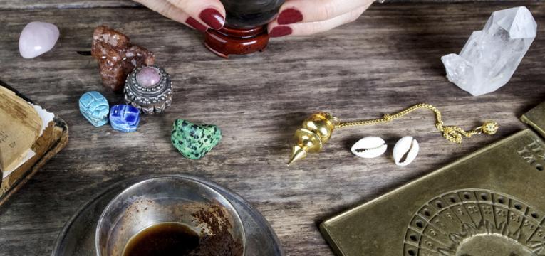 Objetos adecuados para un ritual para conseguir trabajo