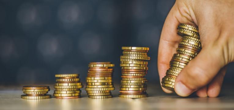 Oración a Santa Eduviges para pagar las deudas y obtener dinero