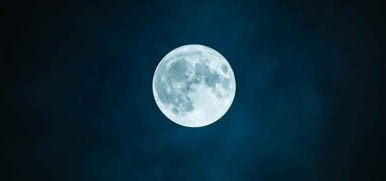 luna en la casa 2