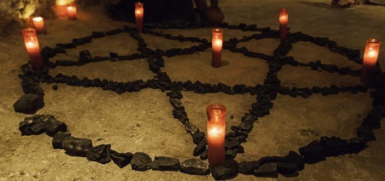 Hechizo de las 7 velas en el Halloween