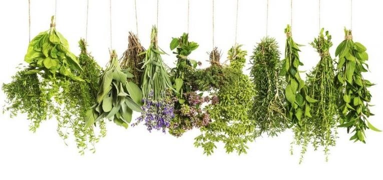 Utiliza saquitos de hierbas como amuleto