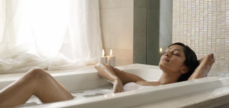 Atrae lo mejor con los baños de ruda para la buena suerte